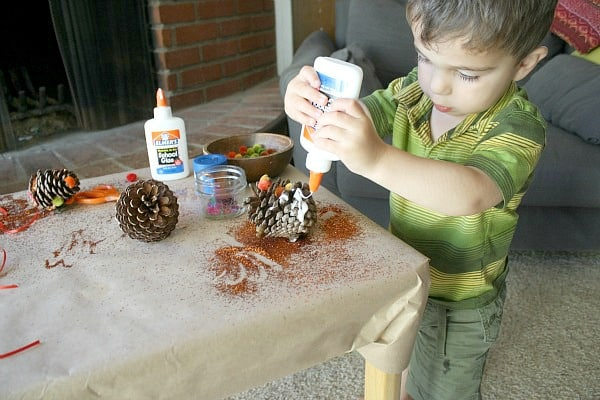 Fall Craft for Toddlers~ Decorating Pinecones