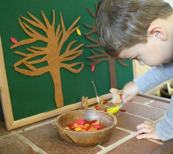 Encourage imaginative play with this fall felt tree play set! (Fall Activity for Kids Inspired by The Little Yellow Leaf)