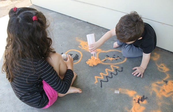Halloween Art for Kids: Drawing with Colored Sand~ Buggy and Buddy