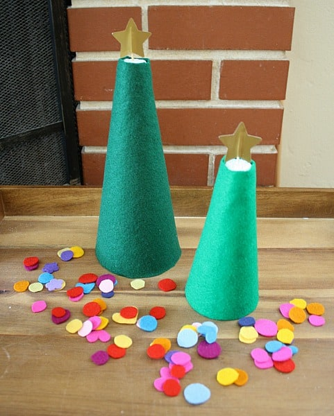 Christmas Activities for Kids: Decorate a Felt Christmas Tree~ Buggy and Buddy