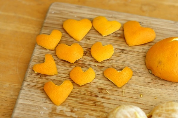 Orange peels are a fun material to use for crafting in the winter. We recently used orange peels to make this craft for kids~ Heart Garland from Orange Peels!