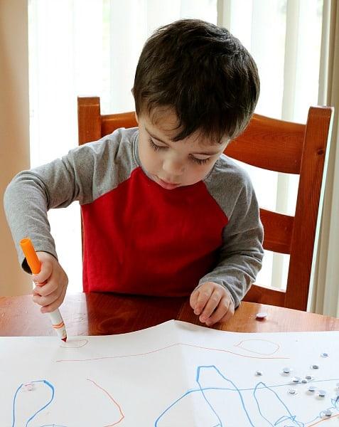 Toddler drawing cirlces