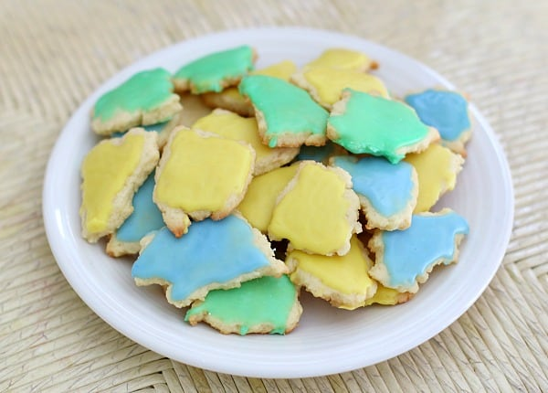 Kids will love making their own cookies based on the story, Little Blue and Little Yellow! ~ Buggy and Buddy