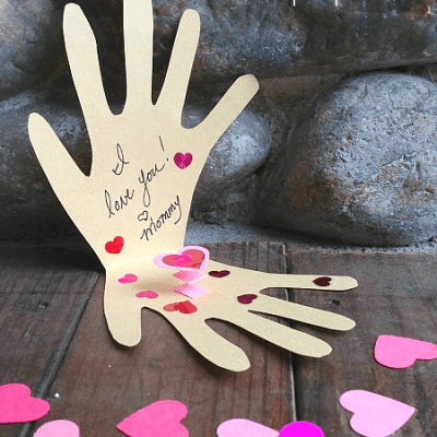 """Make a """"Kissing Hand"""" pop-up card with your child for the first day of school! ~ Buggy and Buddy"""