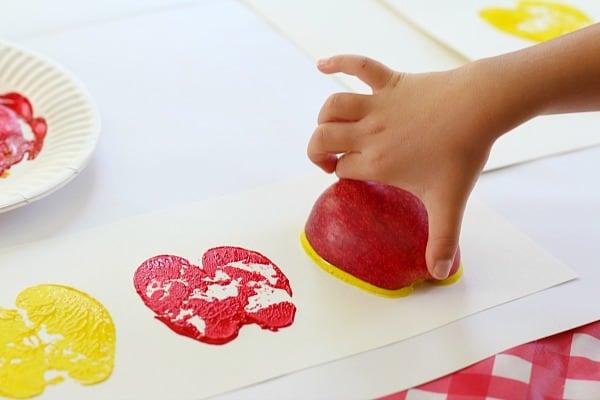 making apple print patterns