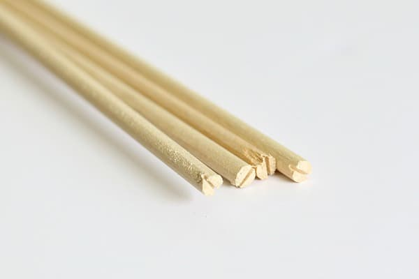 notches in the ends of the dowels