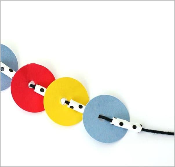 Press Here Activity for Kids: Necklace Craft~ BuggyandBuddy.com