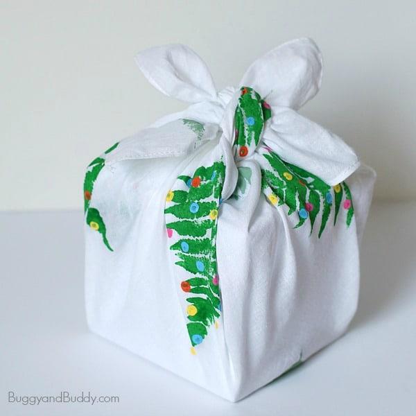 Make your own reusable gift wrap from fabric! (Homemade Furoshiki) ~ BuggyandBuddy.com
