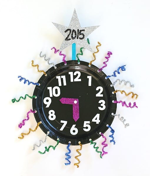 New Year's Eve Activity for Kids: Paper Plate Countdown Clocks~ BuggyandBuddy.com