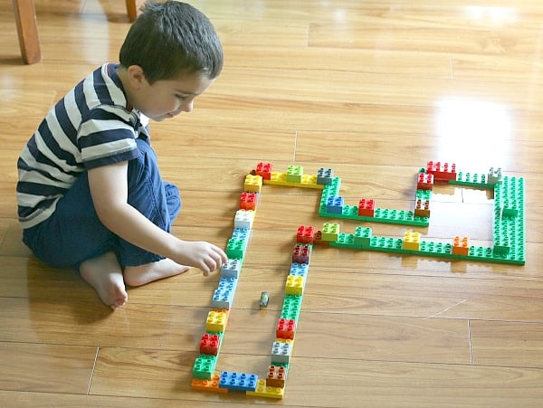 Building Hexbugs Mazes and Obstacles Using Duplo blocks