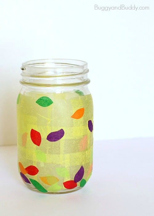 Fun Way to Practice Gratitude for Thanksgiving: Make a Thankful Jar! Such an easy Thanksgiving craft that can later be used as a lantern for the Thanksgiving table!