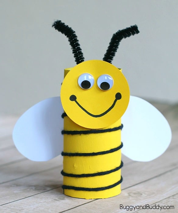 yarn wrapped cardboard tube bee craft for kids