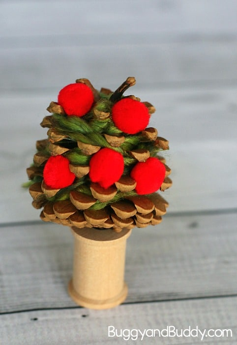 Yarn wrapped pinecone apple tree craft for kids buggy for Apple tree decoration