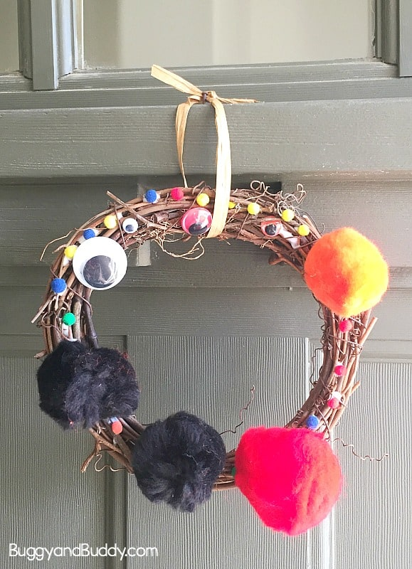 Easy Halloween Wreath Craft for Preschool kindergarten- monster eyes